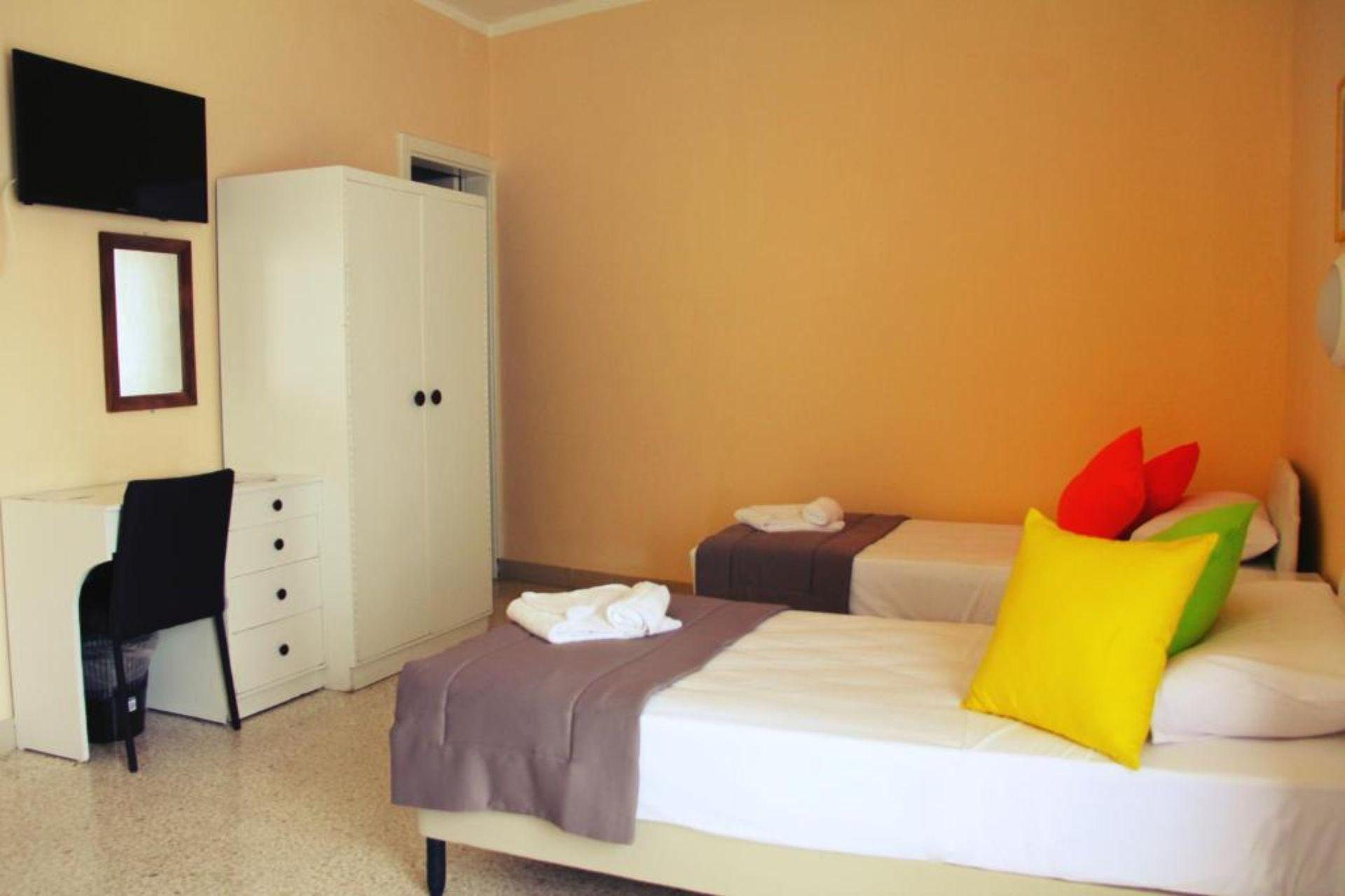 Standard Twin Room (2 Adults + 1 Child up to 12 years)